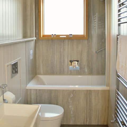 Burnbake Forest Lodges Bathroom 0