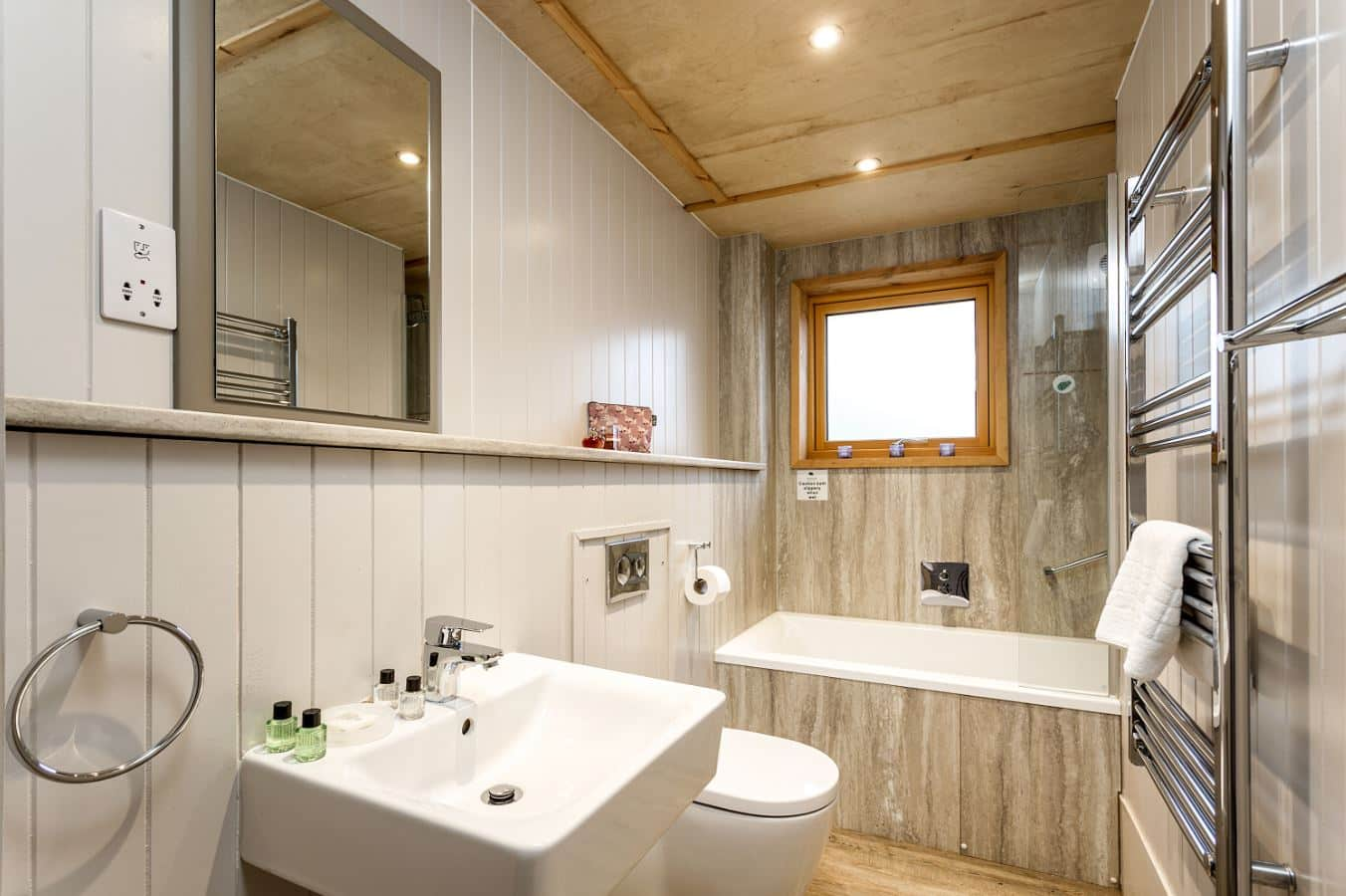 Executive Lodge Bathroom